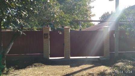 Забор,калитка,ворота из профнастила с кирпичными столбами