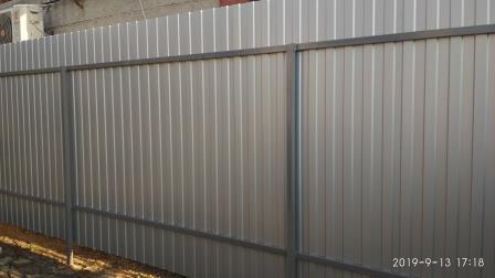 Забор из профнастила ПС-8 цвета серый металлик (ПЛ 9006)
