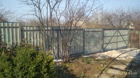 Забор и ворота из металлического штакетника